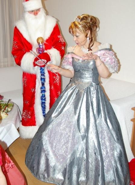 Фото. Дед Мороз, Снегурочка и Снежная Королева.